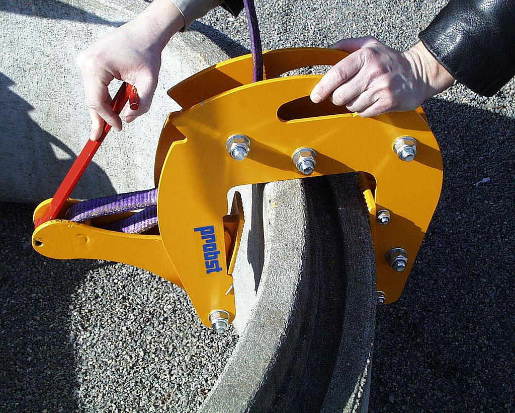 Cleste cu lant pentru camine de vizitare si conuri SRG