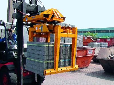 Tehnologie de manipulare pentru fabricile de materiale de constructii: pavele si blocuri